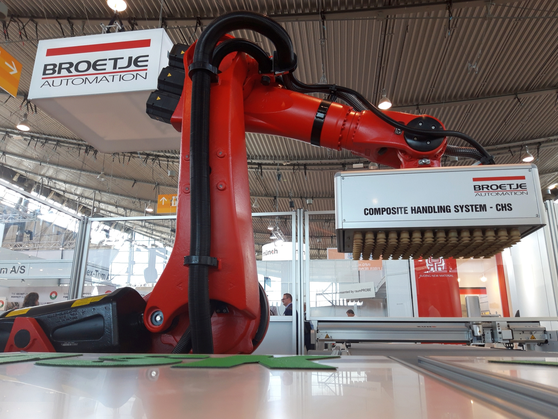 The Composite Handling System - CHS from Broetje-Automation is the heart of the Automated Sorting and Kitting solution. Photo: Broetje-Automation GmbH