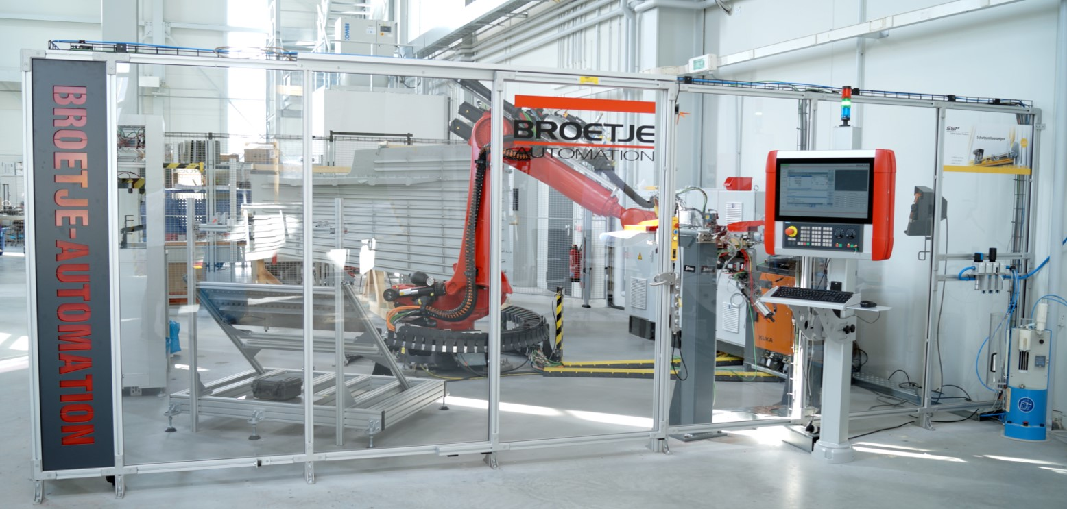 Robot cell for sealing complex aircraft components (Photo: Broetje-Automation)